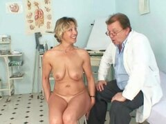 Older Vanda gyno pussy speculum checkup at gyno clinic
