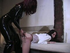 Devilish lesbian mistress in latex preparing abducted pussy for fun