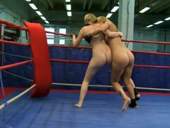 Fingering And Eating Pussy In The Ring