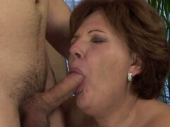 Horny Experienced Mature Showing Her Skills...