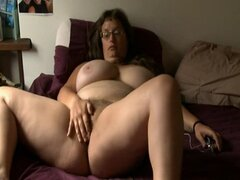 BBW girl with glasses masturbates