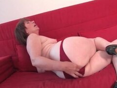 Solo mature masturbates in her high heels