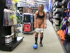 Well-muscled lady loves stripping on public so much