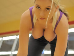Quickie stripping in crowded gym
