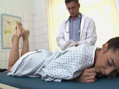 Medical blowjob by a brunette Carolina Abril