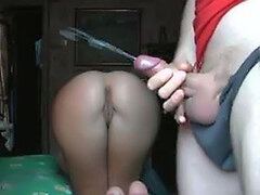 Guy wanks his cock while watching her gf s hot round booty on webcam