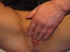 Ripe slut gives blowjob for fisting! Hot German marture !!