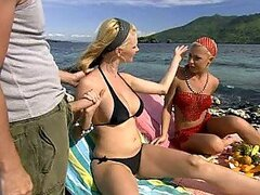 Blondes Jennifer Love and Tarra White Get a Facial at The Beach In FFM