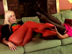 Kinky babes in nasty lesbian show