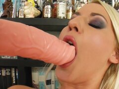 Bleached babe with shaved pussy is stretching her puss with dildo