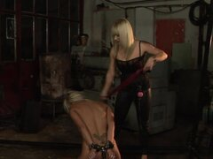 Adriana Russo gets tortured by Lea Lexxis in a basement
