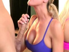 Sportive CFNM ladies giving blowjob