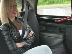Chessie shows ass and have sex in taxi