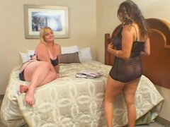 Hot fat babes Solsa and Violet in the bedroom