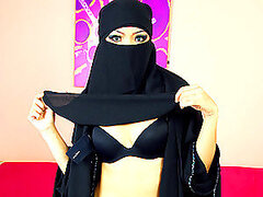 Covered Up Arab Hottie Sucks And Fucks As A Hobby
