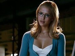 Stunning Jessica Alba Shows Off An Exquisite Cleavage