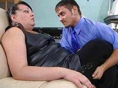 Chubby mature chick thoroughly inspecting a guy