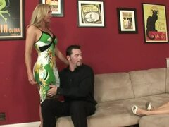 Sexy blond brings her bf to meet with her mother