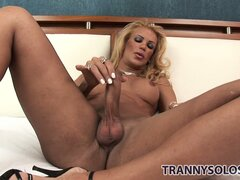 The hot shemale with blonde hair Grazielle feeds her passion for masturbation