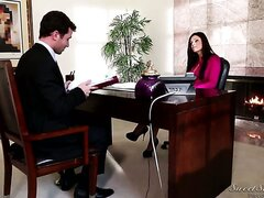 Beautiful India Summer and Rocco Reed go out for a date, and what starts in a nice romance somehow ends up with boxed lunches ... and not much in the way of sex. Not yet, anyway.