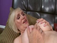 LOLA CUMS AND GETS IT...INSIDE!