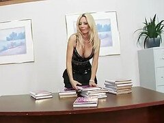 Slutty Blonde MILF Holly Sampson Gets Facialized In High Heels