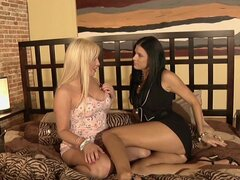 India Summers wants some pussy to lick and gets Topanga Fox as her pet