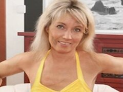 MATURE LADIES AND MILFS SLIDESHOW 5