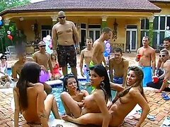 Hot Pool Party Ends Up In An Outdoors Hardcore Orgy