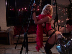 Blonde chick Alexis Texas becomes naughty girl for BDSM at nights