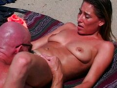 Sexy bitch shagging at the beach