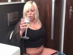 Fat old blonde mature lady loves taking part4