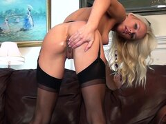 Blonde Evelyn penetrates her nice vagina