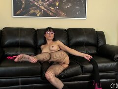 Cytherea wants to taste her own juices as they run over her fingers