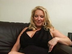 Hot MILF Rachel Love drills her twat with her favourite toys