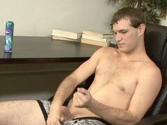 Tye jacks off in office chair in free tube twink video