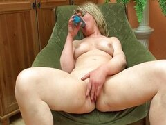 Horny ripe mature wife loves to fuck