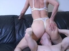 Mature wants her ass and pussy licked