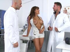 A visit to the gynecologist ended up with a hot double penetration