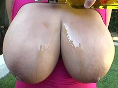 Voluptuous black girl wet and fucked outdoors