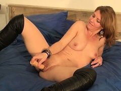 Horny skinny housewife is inserting huge part3